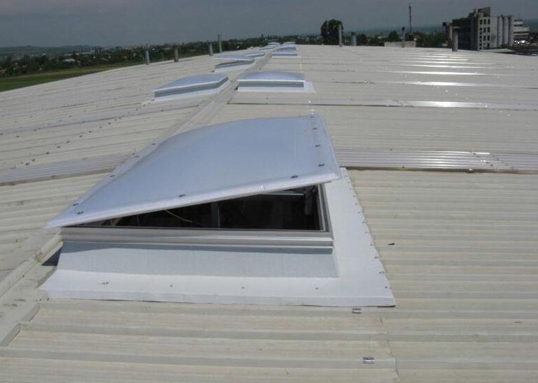 Luminator continuu din policarbonat multistrat termoformat, luminatoare autoportante, luminatoare autoportante din policarbonat, luminatoare continue, luminatoare din sisteme de policarbonat, luminatoare si trape de fum, desfumare, ventilatie,