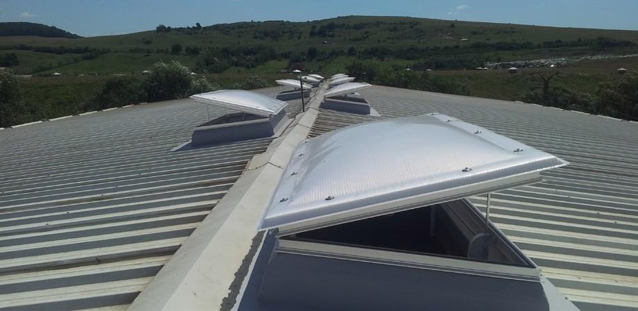 Sistem de ventilatie si desfumare asigurat prin automatizarea ferestrelor.