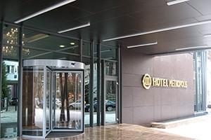 Usi rotative hoteluri, usi automate.