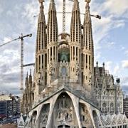 Basilica de la Sagrada Famillia - Sursa - barcelonacard.com - O luna de vacanta