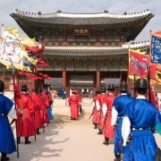 Demonstratie la Palatul Gyeongbokgung - Sursa - Wikimedia.org - O luna de vacanta