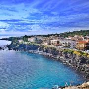 Malul Cataniei - Sursa - Paradiseintheworld.com - O luna de vacanta