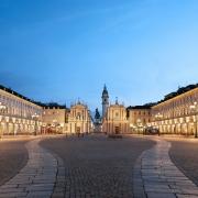 Piazza Castello - Sursa - Cntreveler.com - O luna de vacanta