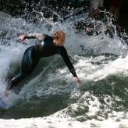Surfing in Munich - Sursa - Wikimedia.org