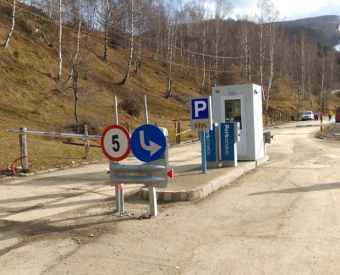Parcare la baza pârtiei din stațiunea Straja